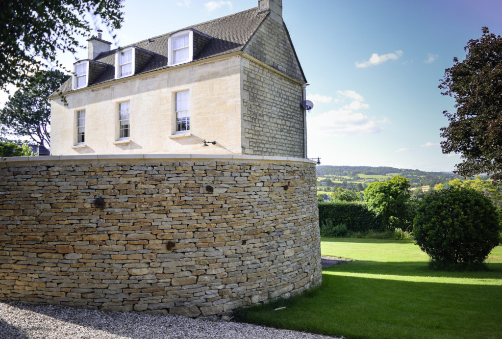 Curved cotswold stone wall for privacy